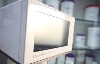 Labor - Herstellung von Rezepturen Salben Kapseln Lösun...